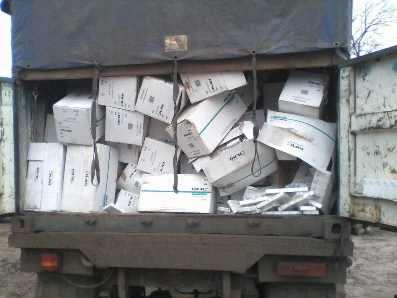 """Ганьба! Четверо службовців полку """"Київ"""" спіймані на контрабанді цигарок, які вироблялися на території ДНР. Стали відомі подробиці."""
