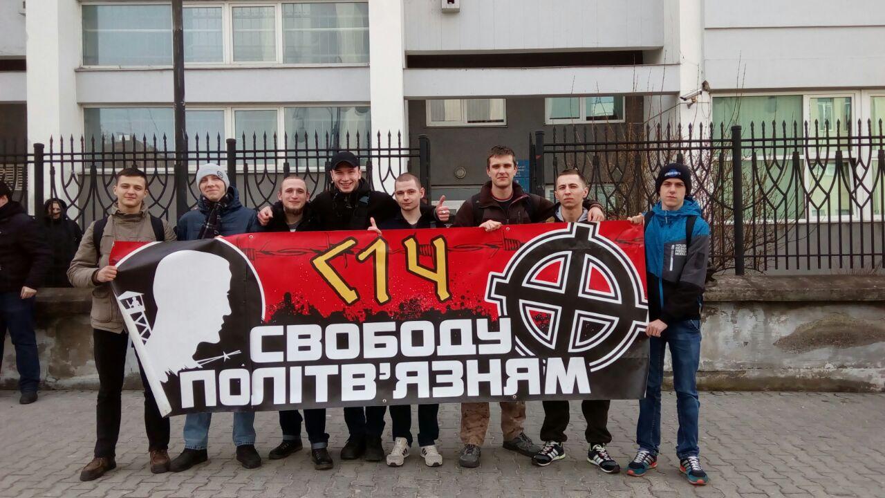 Добровольці «С14» напали на Львівського таксиста. Відео