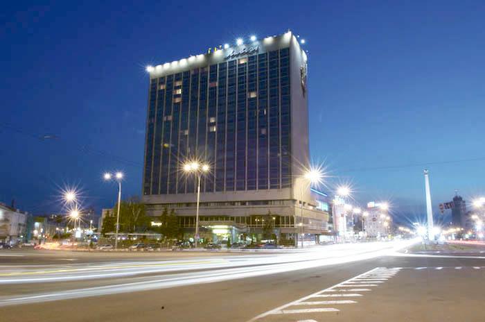 """Новый """"беркут"""" под командованием Сатаренко и Дейдея осуществляет рейдерский захват гостиницы """"Лыбидь"""".  За очередной """"заход"""" в гостиницу уже получено 50 000дол США"""
