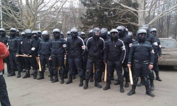 200 озброєних тітушок людини Янковича влаштували рейдерский захват з перестрілкою