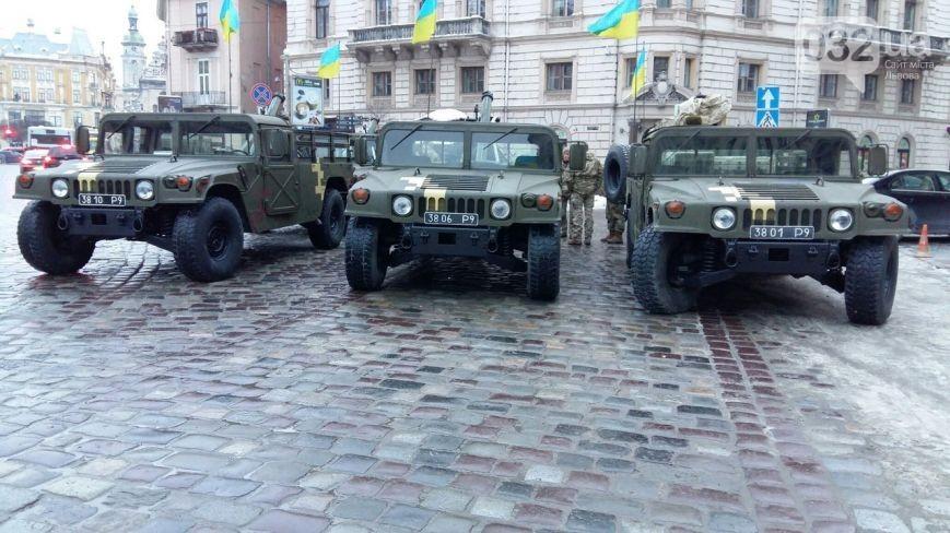В центре Львова украинские военные демонстрируют современную военную технику (ФОТО)