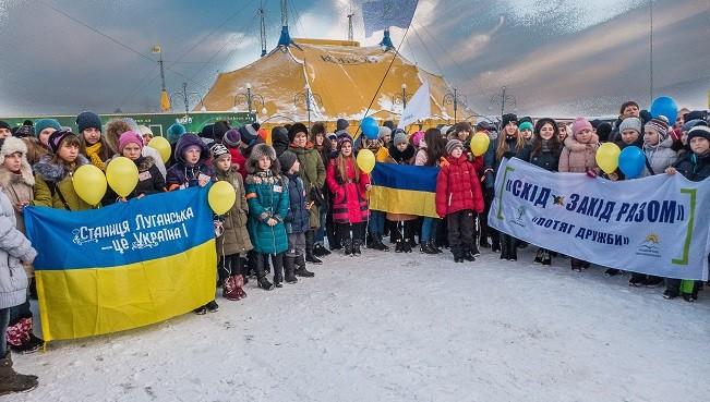 """Цирк """"Кобзов"""" зробив свято дітям Луганської та Донецької областей"""