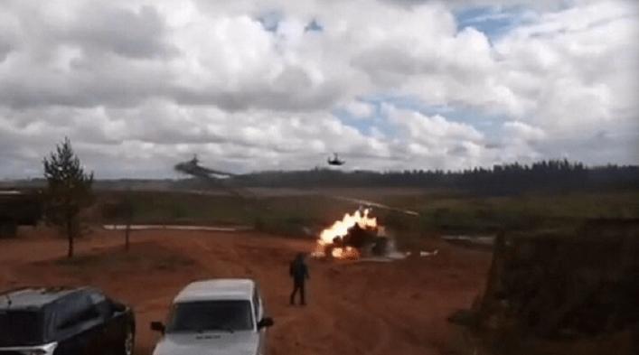 Россия убьет себя сама – на учениях «Запад-2017» боевой вертолет дал залп по толпе зрителей, есть тяжелораненые. ВИДЕО