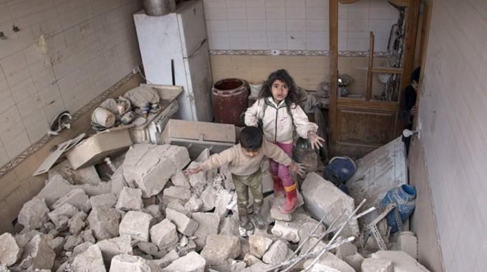 В Сирии российские террористы бомбили больницы и дома. Эвакуация роддома. ВИДЕО