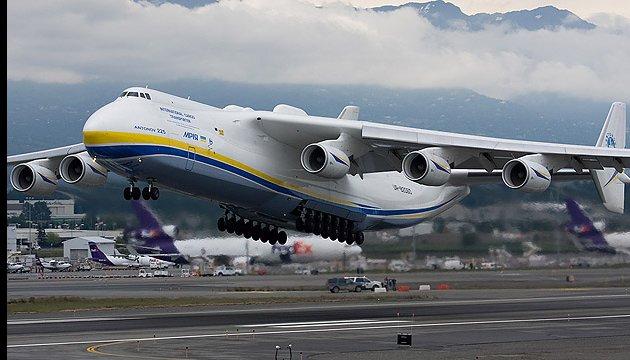 """Найбільший в світі літак """"Мрія"""" здійснив перший політ після ремонту та модернізації (ВІДЕО)"""