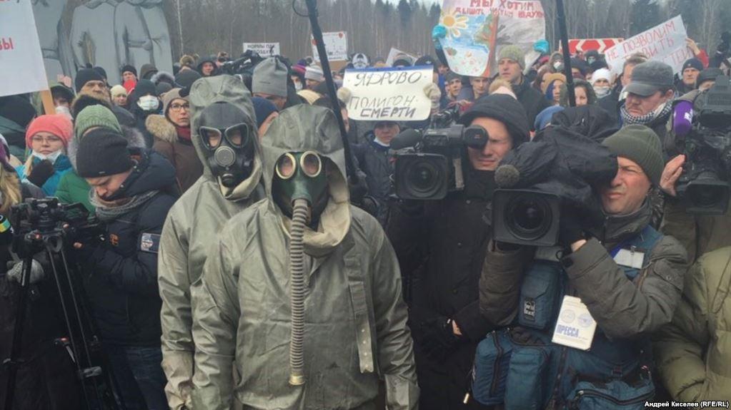 Выброс газа под Москвой: у городе нечем дышать, сотни людей штурмуют больницу, появились кадры паники (ВИДЕО)