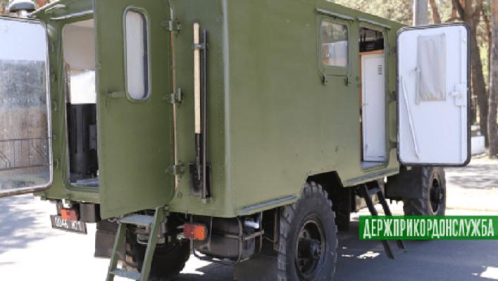 Держприкордонслужба переобладнує застарілі вантажівки на житлові модулі (ВІДЕО)