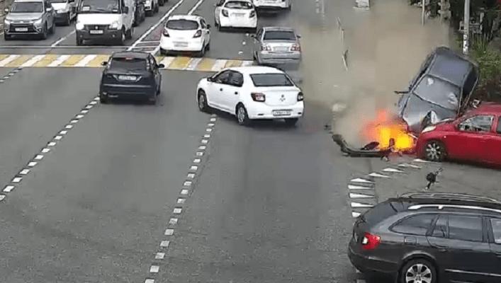 У Сочі авто на шаленій швидкості передавило людей на тротуарі (відео 16+)