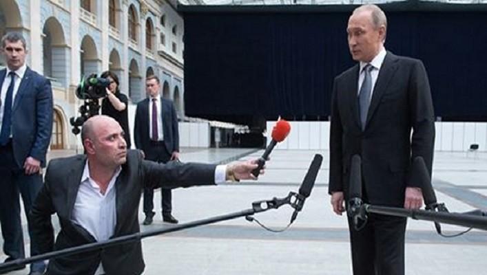 «Ходульная система»: соцсети высмеяли попытки Путина казаться выше