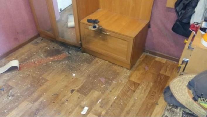 Центр Золотого-4 обстреляли боевики: опубликованы фото повреждений