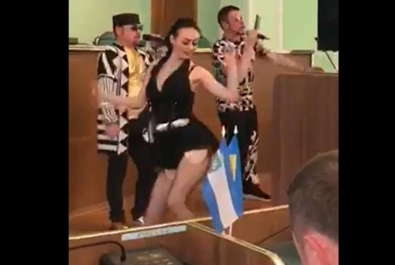 """""""Смажений кабанчик"""" уволил чиновников Херсонской ОГА"""