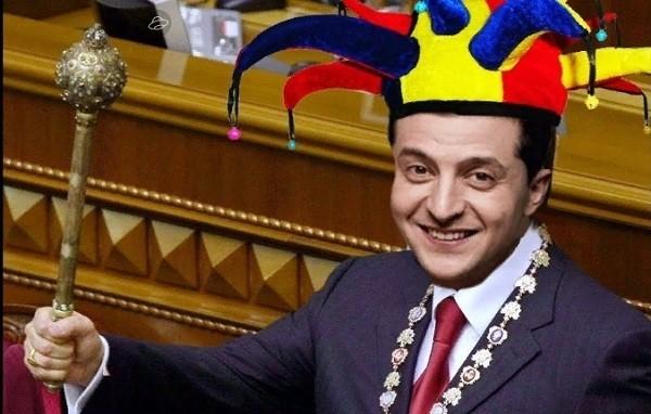 Клоун нагородив клоунів та пропагандистів на день Конституції